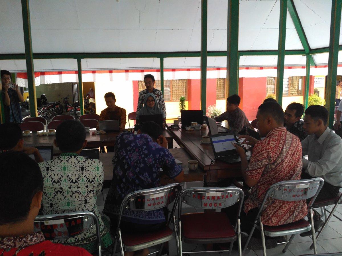 Para Peserta Admin Desa Sedang mengikuti penjelasan Tim PUspindes. Dokumntasi diambil dari Tim PUPINDES